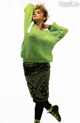 Подражая своему кумиру, девочки-подростки стали носить серьги в виде крестов и перчатки без пальцев, завязывали взбитые клоки волос разноцветными тряпками. У Мадонны не было еще ни одной студийной записи, но уже была масса поклонников, которые одевались как она. 1980 г.