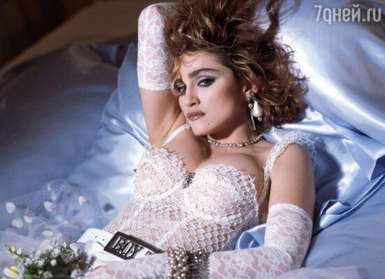 Мадонна понимала, что ее имидж производит сенсацию не меньшую, чем та музыка, которую она записывает. Чем больше ее стиль ругают в прессе, тем больше поклонников она приобретает
