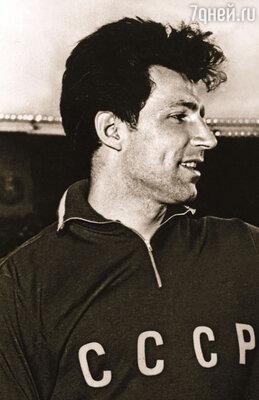 Мой третий муж Владимир Кузнецов был чемпионом СССР по метанию копья