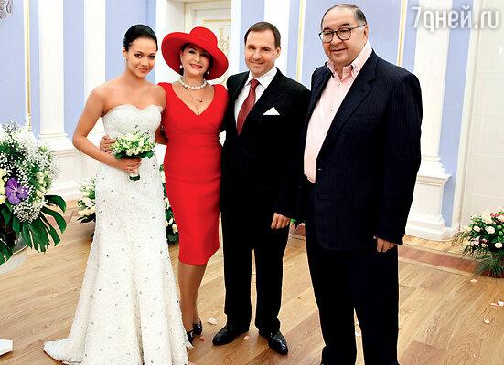 Со своей крестной мамой в спорте — тренером ИринойВинер и ее мужем Алишером Усмановым