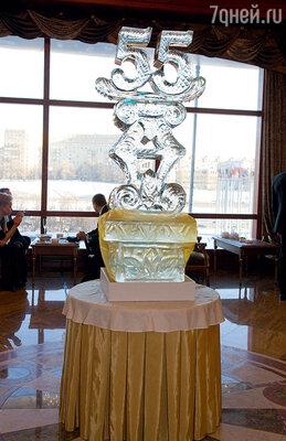 Ледяные цифры — символ творческого юбилея Долорес