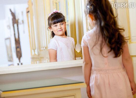 Дочка постоянно в образе. Мама часто говорит: «Дедушка был бы от Анюты в полном восторге. Внучка стопроцентно продолжит династию»