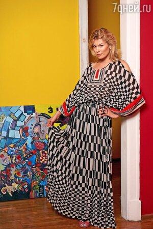 На Анне: Платье Vineet Bahl, сандалии Fendi