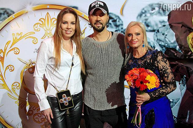 Наталия Гулькина и Денис Клявер с женой Ириной