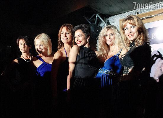 Слева направо: Арина Махова, Ирина Ортман, Сабина Ахмедова, Надежда Грановская, Вера Брежнева, Анна Горшкова