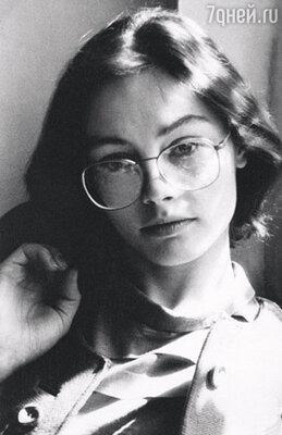 В детстве мне хотелось быть ботаником, хлеборобом, ветеринаром, балериной, петь, как Пиаф. Но после школы поступила в Томский университет на факультет прикладной математики и кибернетики