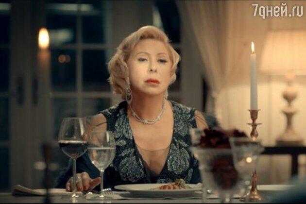 Любовь Успенская в клипе «Я тоже его люблю»