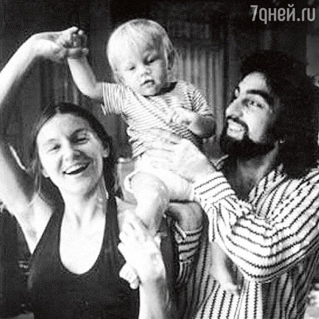 Леонардо Ди Каприо с матерью Ирмелин и отцом Джорджем Ди Каприо