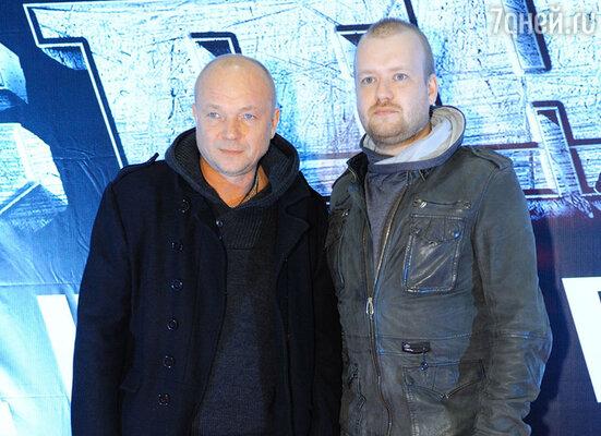 Андрей Смоляков (слева)