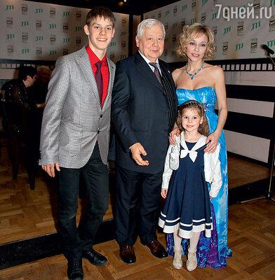 Семья Табаковых: Павел, Олег Павлович, Марина Зудина и маленькая Маша