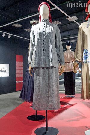 Самым уникальным историк моды назвал этот серый костюм студентки Рабфака 20-х годов