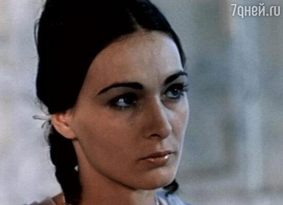 Мария Плоае  в фильме «Вооружен и очень опасен»
