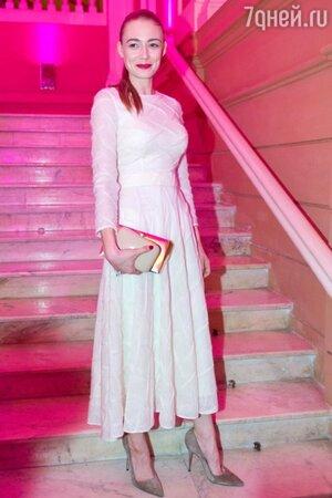 Оксана Акиньшина в платье от Анастасии Романцовой