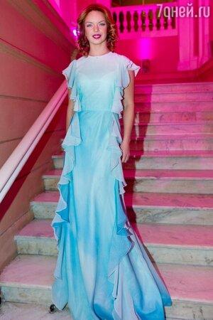 Алиса Гребенщикова примерила образ «небесной» красоты