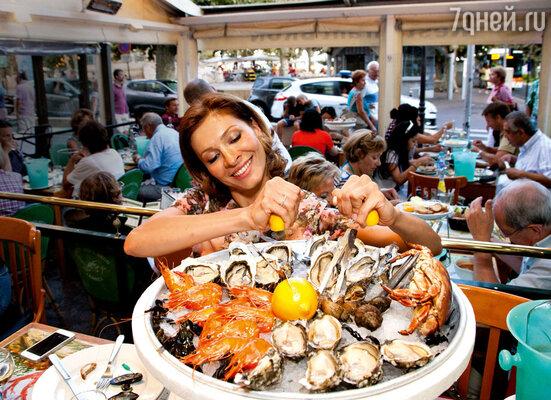 В каннских ресторанах Елена старалась выбирать блюда не только вкусные, но и полезные, например, свежие морепродукты
