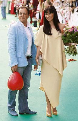 Нонна Гришаева с супругом Александром нацеремонии награждения музыкальной премией «МУЗ-ТВ». 2011 г.