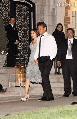 На приеме в Белом доме 1 мая Скарлетт и Шон не сводили друг с друга влюбленных глаз и покинули вечеринку, держась за руки