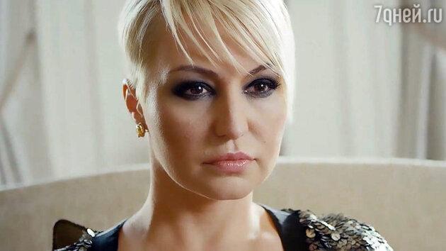 Катя Лель  в клипе на песню «Тобой живу»