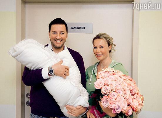 Екатерина Коновалова, ее муж Дмитрий и сын Иван