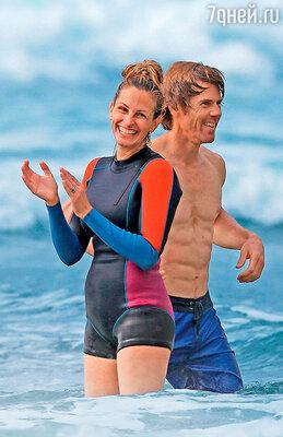 Джулия Робертс с мужем Дэнни Модером на отдыхе на Гавайях. 2014 г.