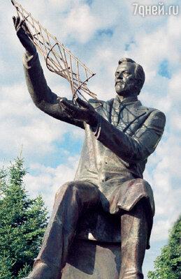 Памятник Владимиру Григорьевичу Шухову на родине в Белгороде