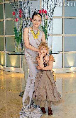 Фотосъемка состоялась в Роттердаме во время проходившего там международного кинофестиваля. Январь 2008 г. С дочерью Ульяной