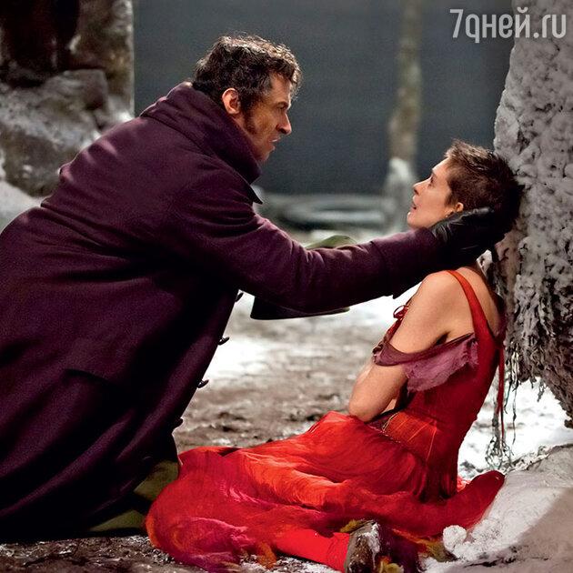 Энн Хэтэуэй с Хью Джекманом в мюзикле «Отверженные». 2012 г.