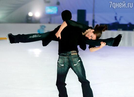 В шоу «Звезды на льду» с олимпийским чемпионом Романом Костомаровым