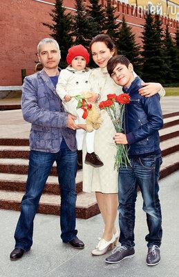 Екатерина Гусева с мужем, Владимиром Абашкиным, и детьми Аней и Лешей