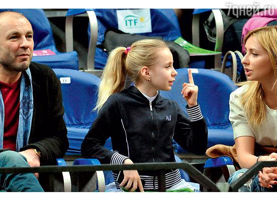 Татьяна с бывшим мужем Александром Жулиным идочкой Сашей. 2011 г.