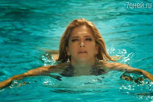 Вера Брежнева в клипе на песню «Luna»