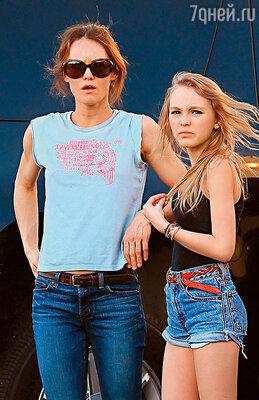 Деппа вполне устроит, если сын Джек и дочь Лили-Роуз останутся с матерью в Европе.  Ванесса с дочерью. Лос-Анджелес, 2011 г.