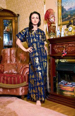 В этом платье из Египта Ане нравится принимать дома гостей