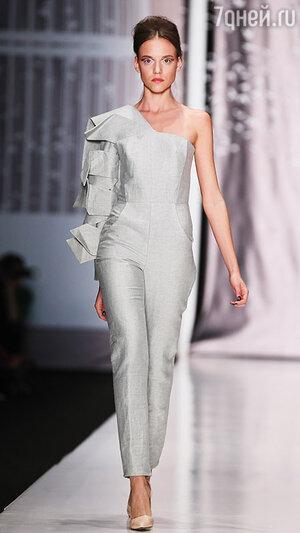 Модель показа Dasha Gauser в рамках Mercedes-Benz Fashion Week