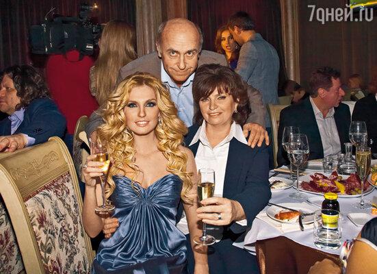 Саша с мамой Надеждой Александровной и папой Владимиром Викторовичем