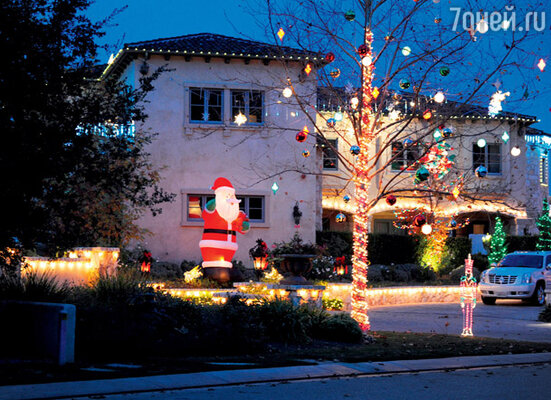 Санта-Клаус приветствует гостей