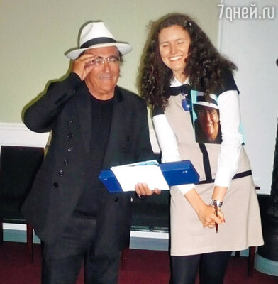 Аль Бано с одной из русских поклонниц во время визита в Москву
