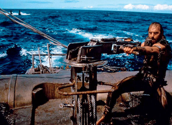 Кевин Костнер устал сражаться с плохой погодой, непредсказуемым океаном и прочими неприятностями на съемках «Водного мира»