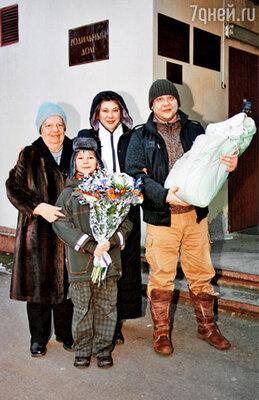 Серафима Петровна, соседка по этажу, нам Костю вырастила, вот и Димкин черед настал