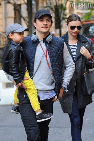 Орландо Блум и Мирнада Керр с сыном