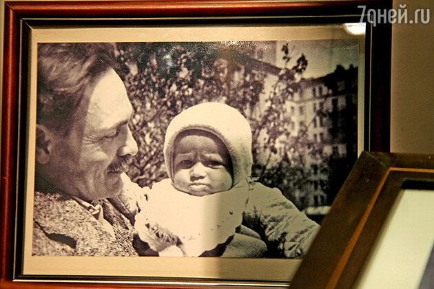 Архивное фото: историк моды со своим отцом. 1959 год