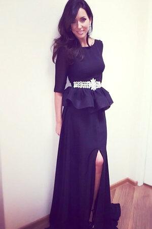 Алсу в платье от  LN Family на записи концерта «О чем поют мужчины»