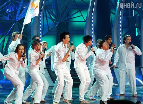 На сцене «Евровидения по-нашему!» выступили сразу пятнадцать «Биланов».