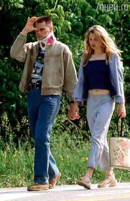 С Джимом Кэрри Рене была помолвлена, но до свадьбы дело не дошло. Он жаловался на то, что актриса пыталась его все время контролировать.  Кадр из фильма «Я, снова я и Ирэн». 2000 г.