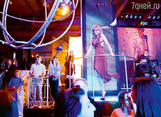 Героиня Ходченковой не только бьет рекорды на треке, но и прекрасно танцует