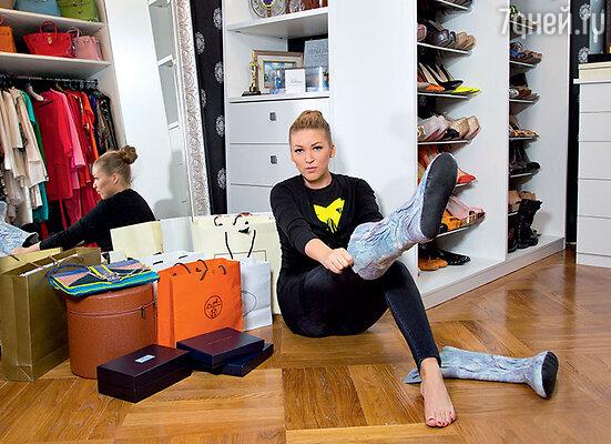 Среди подарков и одежда, и обувь на все случаи жизни