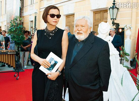 С Татьяной Друбич у входа в Михайловский театр