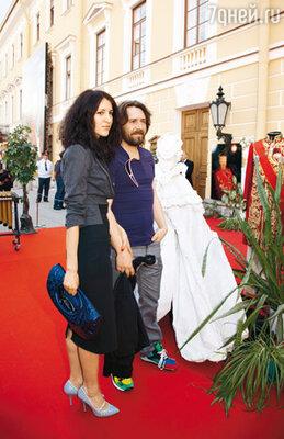 Сергей Шнуров с подругой, которая представлялась гостям как Матильда