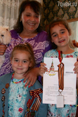 Мина Лазаревна с дочками Алсу