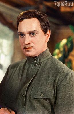 На съемках Николай Гриценко решил познакомиться с Ларионовой поближе и полез к ней в номер по трубе